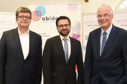 v.l.n.r.: Prof. Dr. Thomas Hoeren, Justizminister Thomas Kutschaty, Prof. Dr. Bernd Holznagel LL.M.