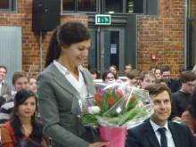 Julia Seiler freut sich über die Auszeichnung für ihre hervorragende Dissertation im Bereich des Gewerblichen Rechtsschutzes.