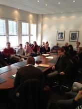 Die Seminarteilnehmer im Gespräch mit Autor und GEMA-Aufsichtsratsmitglied Burkhard Brozat.